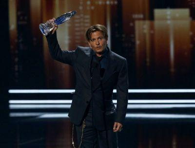 Johnny Depp makes surprise appearance at People's Choice Awards days after his divorce is finalized