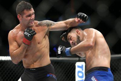 UFC: Chris Weidman wins by submission in front of home fans