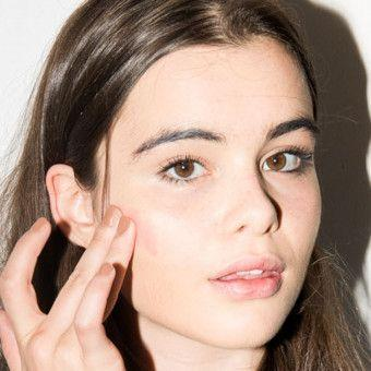 How to Reapply Sunscreen When You're Wearing Makeup