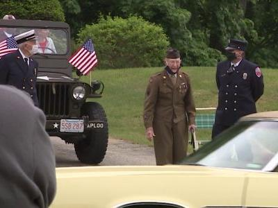 'I couldn't believe it': WWII veteran, POW surprised with drive-by Memorial Day parade