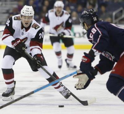 Coyotes deal Strome and Perlini to Blackhawks for Schmaltz