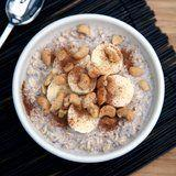 This Creamy Banana Cashew Overnight Oatmeal Offers 15 Grams of Protein