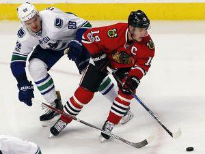Toews' late goal leads Blackhawks past Canucks