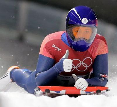 Loelling leads, with many close pursuers in women's skeleton