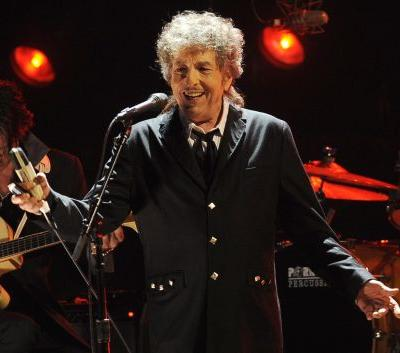 "Watch Bob Dylan Cover Tom Petty's ""Learning To Fly"""