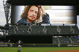 Mariners blow lead, rally in 9th to beat White Sox 5-4