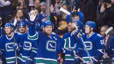 Henrik Sedin records 1,000th career point, Canucks edge Panthers