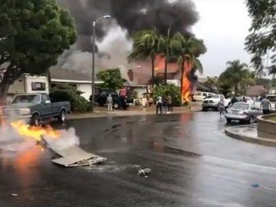 Small plane crashes in California neighborhood, 2 homes on fire, authorities say