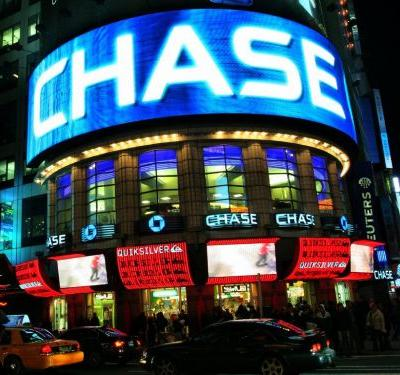 7 reasons you might want to choose the Chase Sapphire Preferred credit card over the Reserve