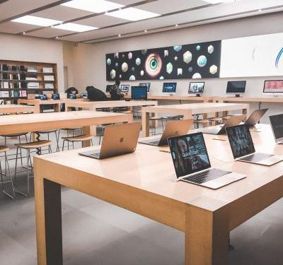 We visited Best Buy and an Apple Store to see which was a better shopping experience -and the winner was clear