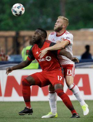 Toronto FC's 6-game win streak ends, draws Red Bulls 1-1