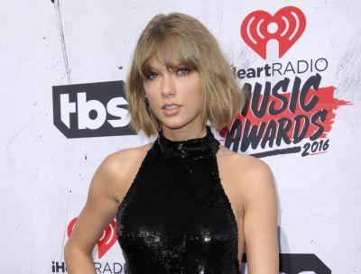 Jury says Taylor Swift was groped by radio DJ, awards her a symbolic $1 verdict