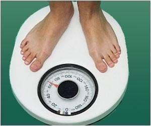 Daily Self-Weighing Aids College Freshmen To Lose Body Fat