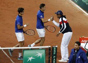 Davis Cup: France wins doubles, leads Serbia 2-1 in semis