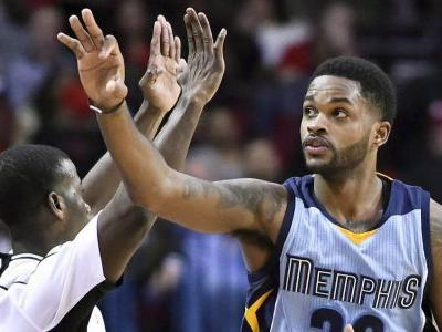 Grizzlies send G Troy Daniels to Suns