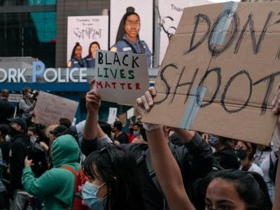How to Join the Black Lives Matter Protests Safely if You're Undocumented