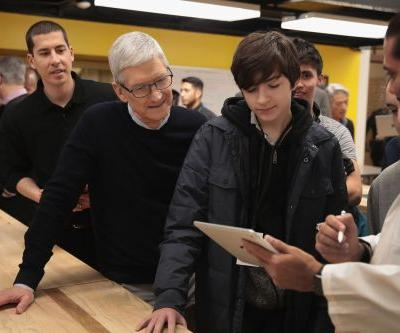 Teachers weigh in on Apple's push for more iPads in school