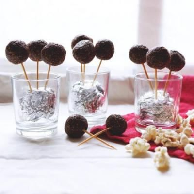 Chocolate Popcorn Pops