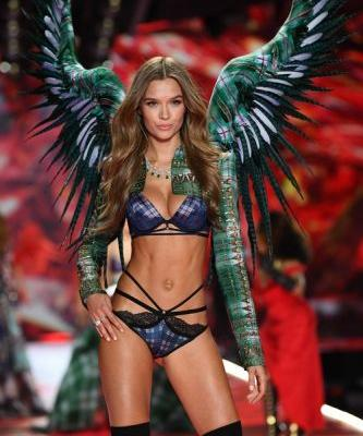 Victoria's Secret Angels Reveal Their Favorite Beauty Products, So Prepare To Add To Cart - EXCLUSIVE