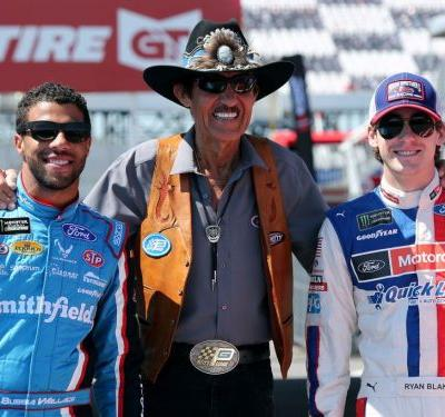 NASCAR owners side with Trump, say they will fire drivers who protest national anthem