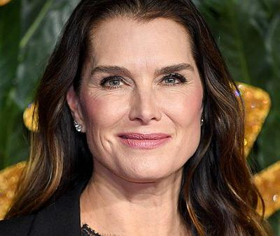 """Brooke Shields Says This Body-Sculpting Treatment """"Worked"""" on Her Love Handles"""