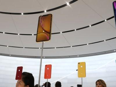 IPhone XS and iPhone XS Max buyers are complaining that their new devices have bad WiFi and cell signal