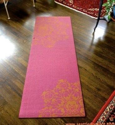Yoga Mats are a Cheap, Easy Way to Give Old Dogs Traction on Slick Floors