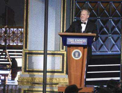 Sean Spicer crashes the Emmys to poke fun at his inauguration crowd size statement