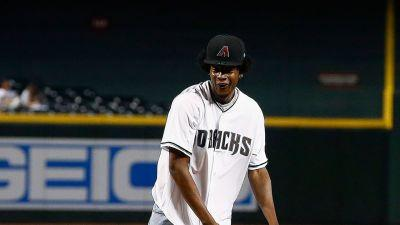 NBA lottery pick Josh Jackson throws wild first pitch at D-Backs game