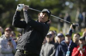 Phil Mickelson on brink of 5th Pebble Beach victory