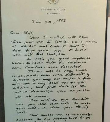 The Thoughtful Note That George H.W. Bush Left on Bill Clinton's Desk Before Leaving the White House (1993)