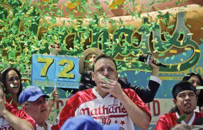 Joey Chestnut wins 10th title, gobbles a record 72 hot dogs