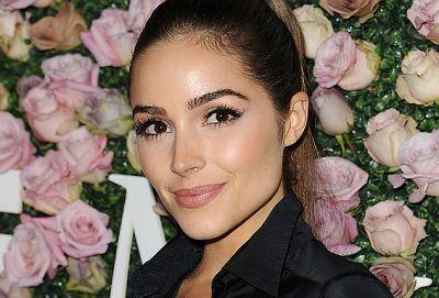 "Olivia Culpo Uses This ""Beauty Stamp"" Device to Minimize Pores"