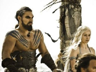 Check Out Game Of Thrones' Jason Momoa And Emilia Clarke Reuniting Off Set