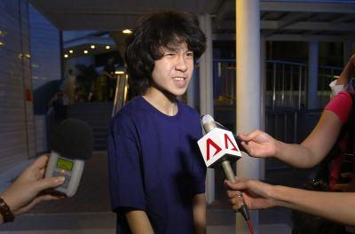 Singapore teen critic held in US while appealing for asylum