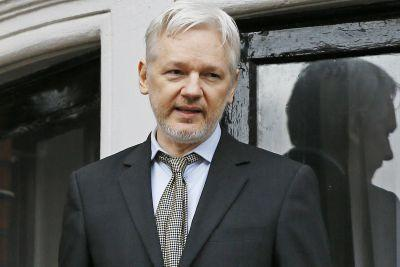Julian Assange won't surrender to US after all