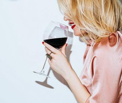 A Cosmetic Dentist's Easy Trick to Preventing Red Wine Teeth