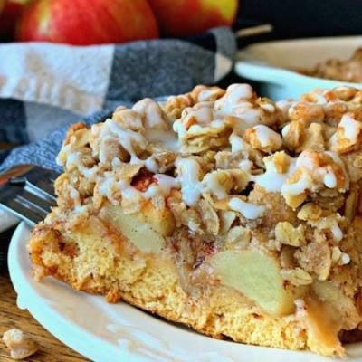 Cinnamon Roll Apple Crisp