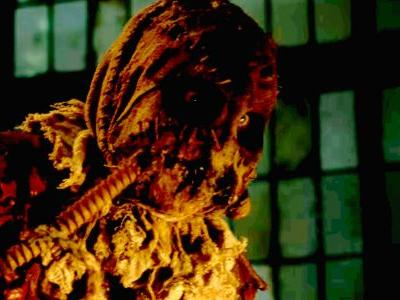 Gotham: Why Scarecrow is the Perfect First Nemesis For Bruce