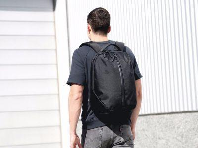 A San Francisco startup combined the best aspects of backpacks and gym duffels into the perfect work bags for commuters