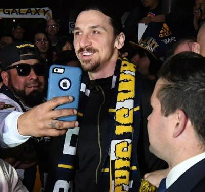 Ibrahimovic given hero's welcome as he arrives in LA