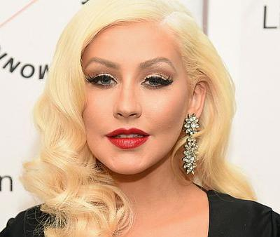 Christina Aguilera Shows That Freckles Are Her Best Accessory