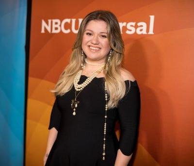 Kelly Clarkson Just Nailed the Secret to Surviving Parenting Challenges: Wine