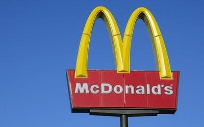 McDonald's stock slips on news of hepatitis A infected worker