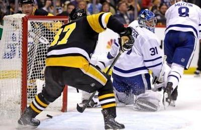 Crosby colossal as Penguins comfortably coast past anemic Maple Leafs