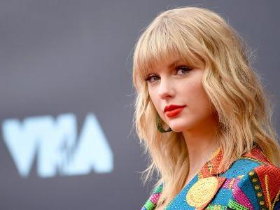 Taylor Swift accused Scooter Braun and Scott Borchetta of blocking her from performing old songs at the AMAs