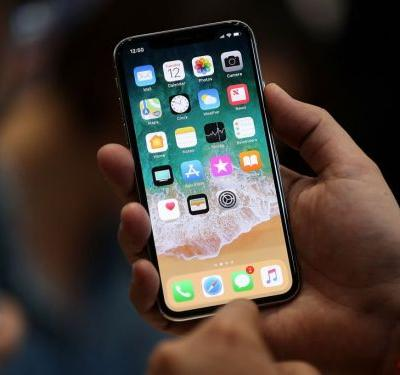 Apple continues its slide from iPhone X production cuts
