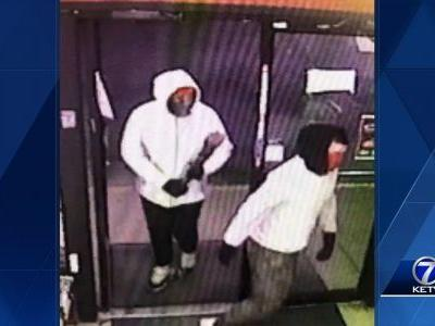 Iowa police search for 2 robbery suspects
