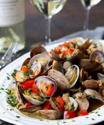 Steamed Clams with Italian Sausage