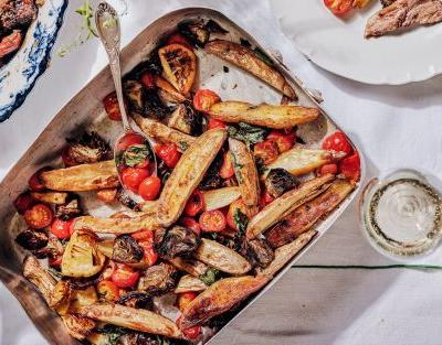 Roast artichokes, potatoes and cherry tomatoes recipe